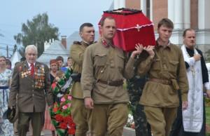 Вынос гроба с останками рядового Медведева Григория Никитовича героя ВОВ